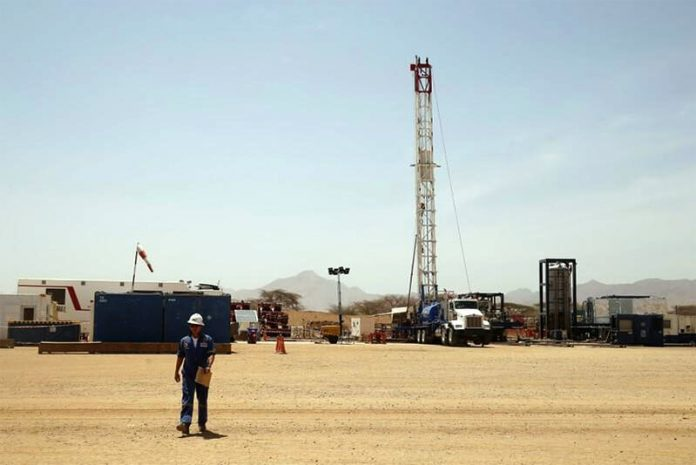 A worker walks at a Tullow Oil explorational drilling site in Lokichar, Turkana County, Kenya, February 8, 2018. (photo Reuters)