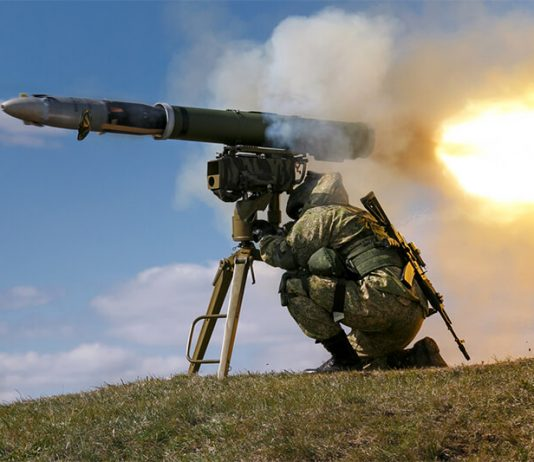 A Russian soldier fires a Kornet missile, 2017 (photo wikipedia)