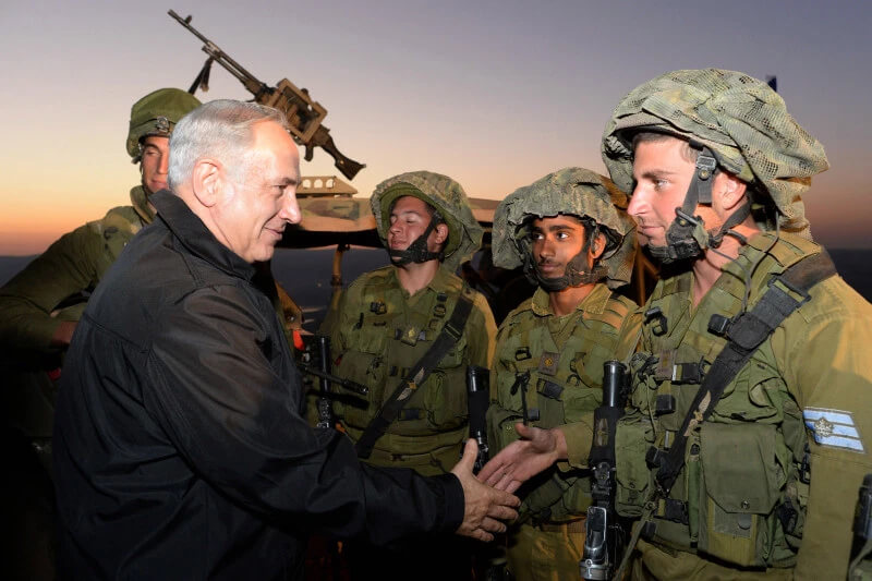 Prime Minister Benjamin Netanyahu (L) shakes hands with soldiers October 15, 2013 in the Israeli-occupied territory of Golan Heights. (Kobi Gideon/GPO)