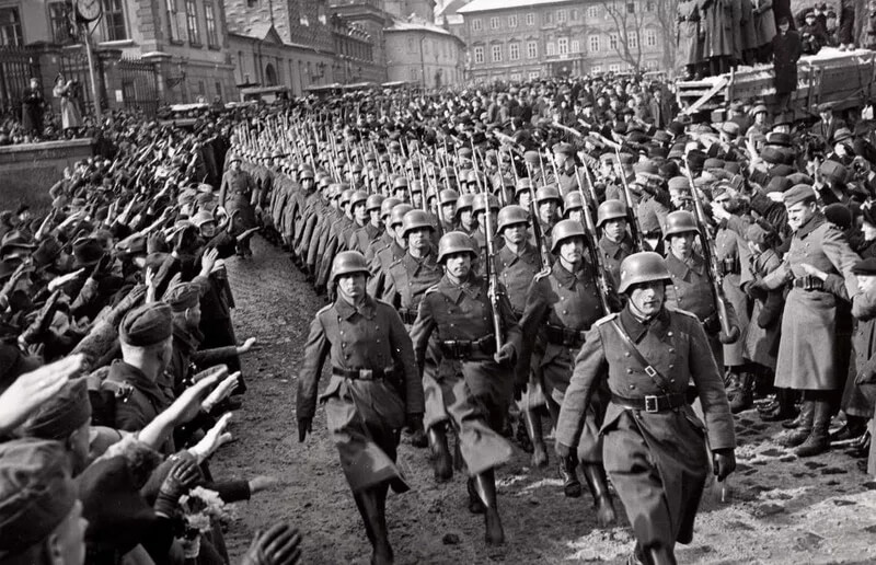 German troops at Prague Castle, March 15, 1939. (photo: Public Domain)