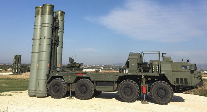 An S-400 air defence missile system at the Hmeymim airbase (photo Sputnik)