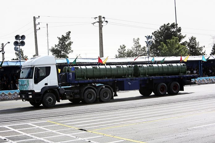 An Iranian military truck carries a Bavar-373 air defence missile system during the Army Day parade in Tehran on April 18, 2015 (photo AFP 2019 / BEHROUZ MEHRI)