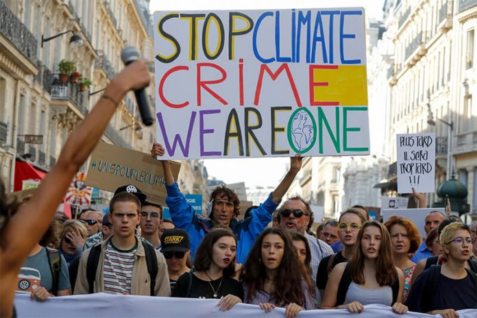 Thousands of people walk for the climate in Paris on October 13, 2018 (photo Francois Guillot AFP)
