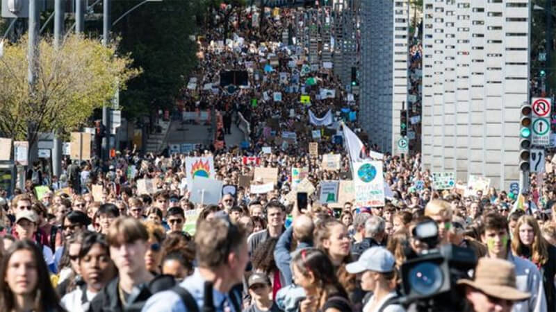Hundreds of thousands of people are said to have turned out in Montreal alone (photo AFP)