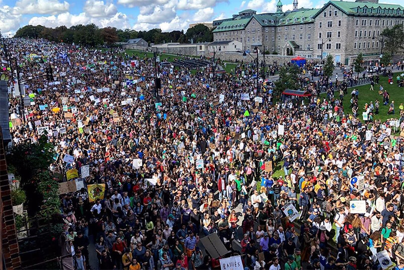 Hundreds of thousands of people on Montreal streets (photo Instagram, @climatestrikecanada)